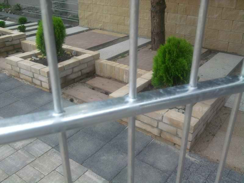 Samostatný plotový díl, v. 1,6m, d. 2,5 m, oko 5x20 cm