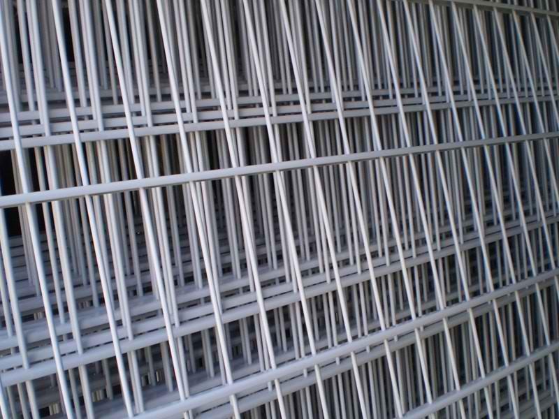 Samostatný plotový díl, v. 0,6m, d. 2,5 m, oko 5x20 cm + komponenty 1xsloupek v. 1,3 m