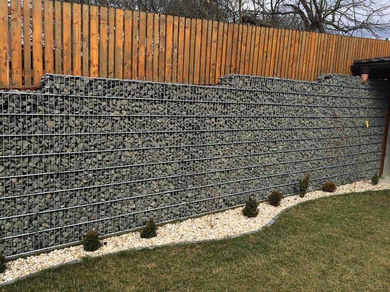 Gabionový plot - v. 0,4 m, d. 2,5 m, š. 20-40 cm, oko 5x20 cm bez sloupku