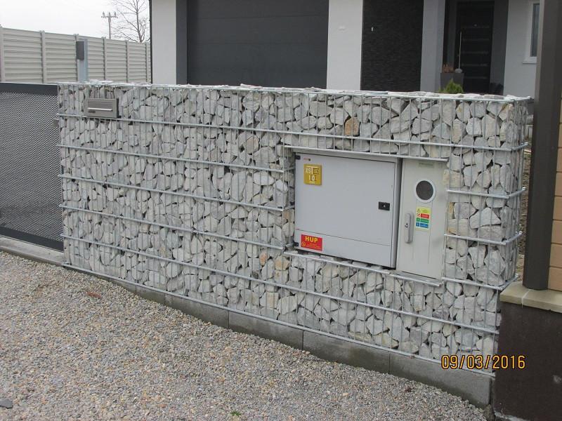 Gabionový plot - v. 1,8 m, d. 2,5 m, š. 20-40 cm, oko 5x20cm, sloupek 2x2,2 m + komponenty