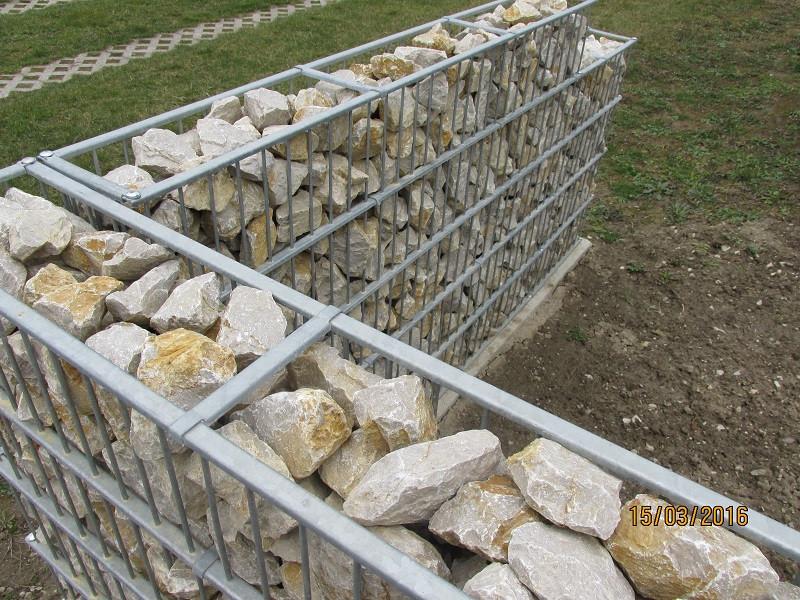 Gabionový plot - v. 1,2 m, d. 2,5 m, š. 20-40 cm, oko 5x20cm, sloupek 2x1,6 m + komponenty