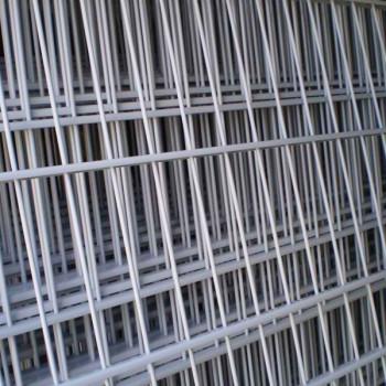 Samostatný plotový díl, v. 2m, d. 2,5 m, oko 5x20 cm + komponenty 1xsloupek v. 2,7 m