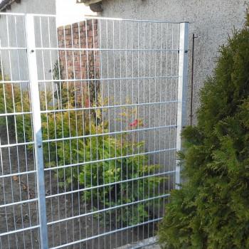 Samostatný plotový díl, v. 1m, d. 2,5 m, oko 5x20 cm + komponenty 1xsloupek v. 1,7 m