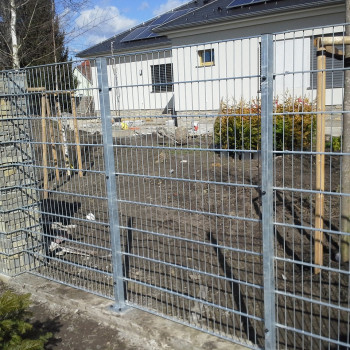 Samostatný plotový díl, v. 1,2m, d. 2,5 m, oko 5x20 cm