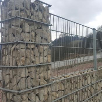 Samostatný plotový díl, v. 1,4m, d. 2,5 m, oko 5x20 cm + komponenty 1xsloupek v. 2,1 m