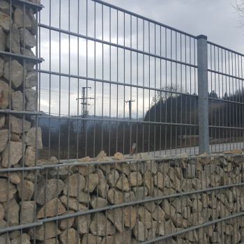 Samostatný plotový díl, v. 0,8m, d. 2,5 m, oko 5x20 cm