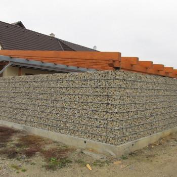 Gabionový plot - v. 2,2 m, d. 2 m, š. 20-40 cm, oko 5x20cm, sloupek 2x2,6 m + komponenty