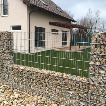 Samostatný plotový díl, v. 0,6m, d. 2,5 m, oko 5x20 cm