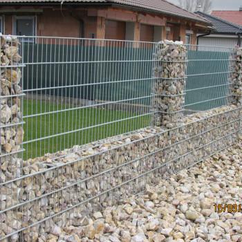 Samostatný plotový díl, v. 1,4m, d. 2,5 m, oko 5x20 cm